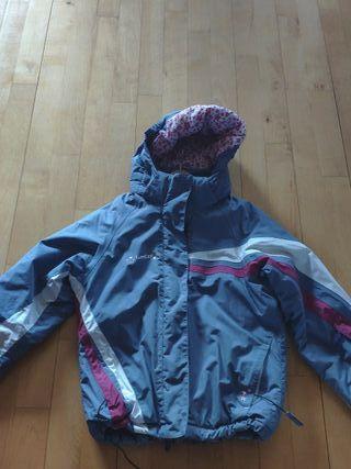 Chaquetas o abrigo esquí casi nuevas. 8 y 10 años.