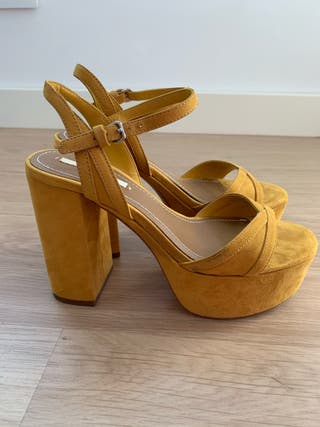 Sandalias amarillas Zara