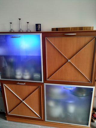 Muebles comedor con luz de madera buena.
