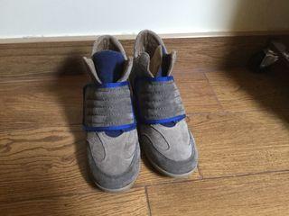 Zapatilla sneaker con velero