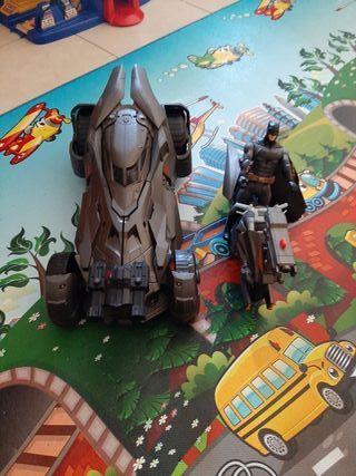coche, moto y muñeco de Batman