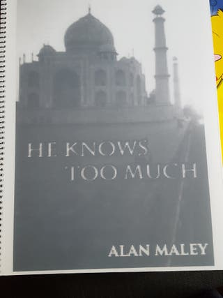 libro en ingles he knows too much