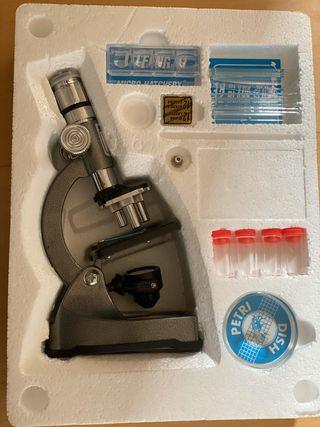 Microscopio con luz y proyector