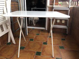Mesa de jardín blanca