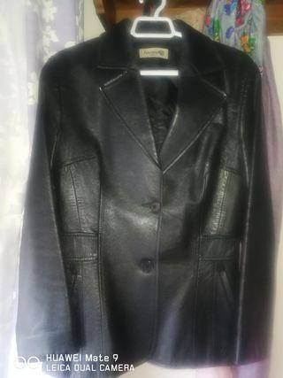 chaqueta de cuero negra americana