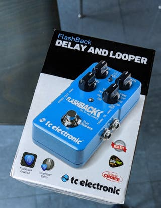 PEDAL DELAY AND LOOPER