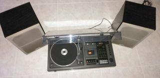 Equipo de música compacto muy antiguo