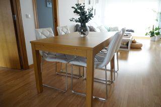 Mesa extensible y 4 sillas de comedor