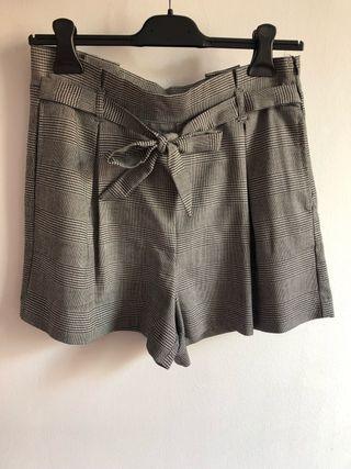 Pantalón gris talla 40