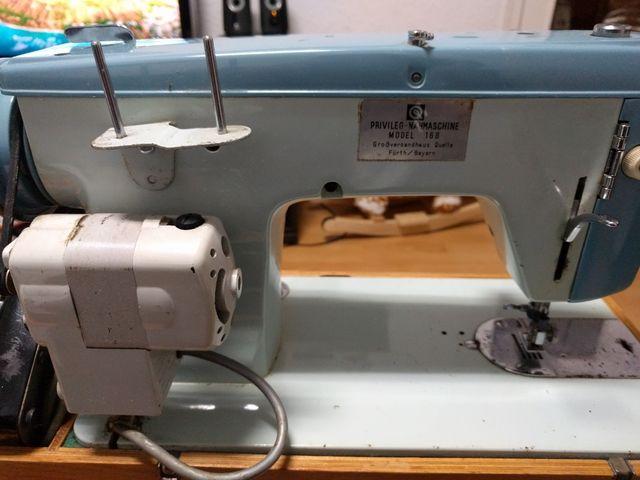 "maquina de coser muy antigua ""Privileg"" modelo 168"