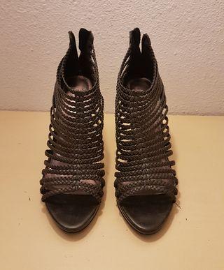 Sandalias negras de tacón Zara 39