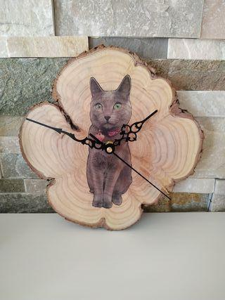 Reloj madera de enebro.