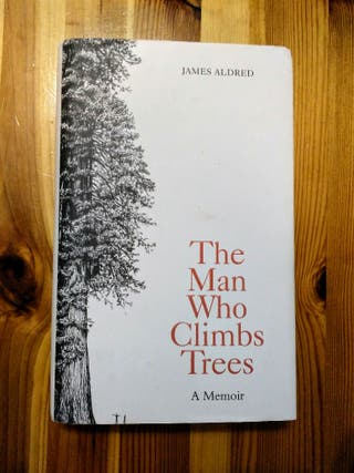 ENGLISH BOOK , THE MAN WHO CLIMBS TREES