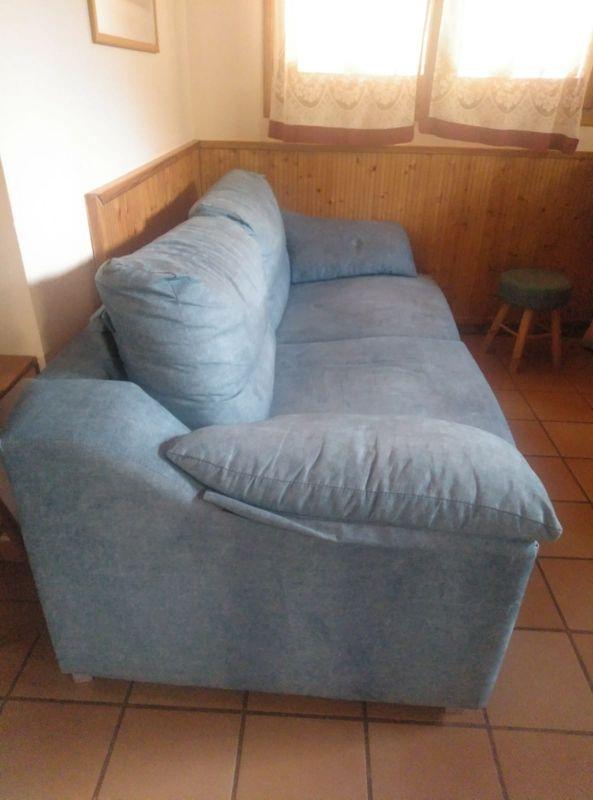 sofá cama azul claro