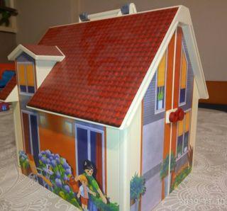 Playmobil. Casa maletín de muñecas.