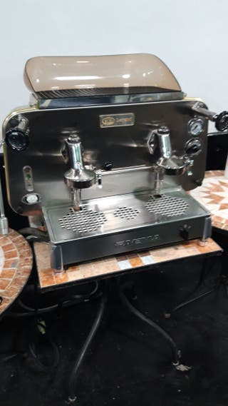 cafetera industrial italiana Faema,de dos brazos.
