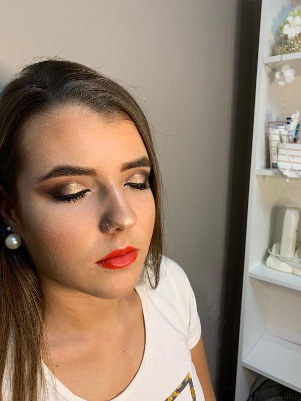 maquilladora y peluquera