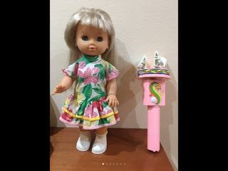 Muñeca con rizador