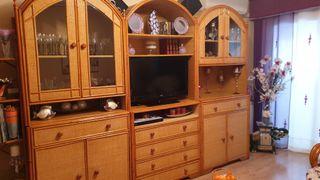Mueble de salón de mimbre