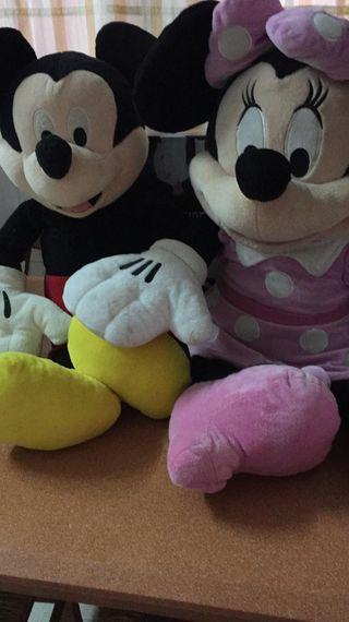 Mickey y Minnie de peluche