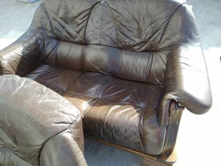 2 sofás de piel marrón oscuro .Vintage