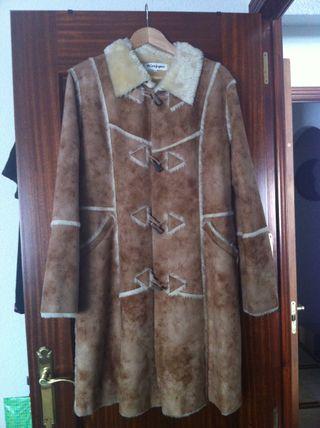 Abrigo piel vuelta color camel - SIN USO -Talla 40