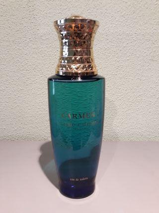 Ficticio gigante. Perfume Carmen.