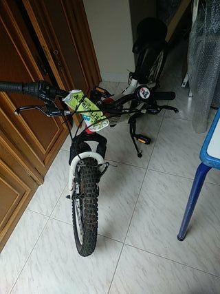 Bicicleta MONTY de ANCA (Vigo)
