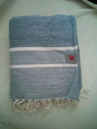 jeté de lit neuf de bonne qualité 100 %coton 2x3m