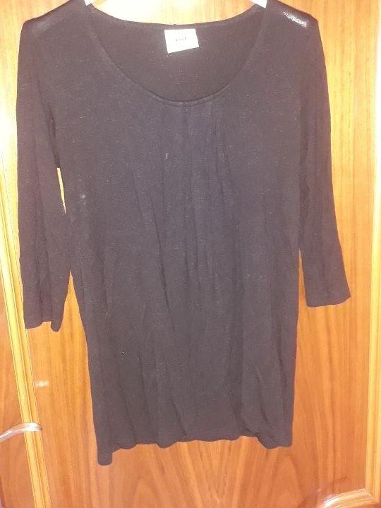 camiseta negra de lactancia