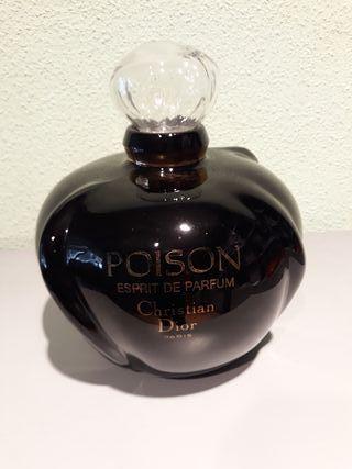 Ficticio gigante de perfume Poison de Dior. 50€