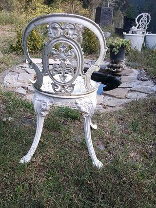 sillas de aluminio pintadas en blanco