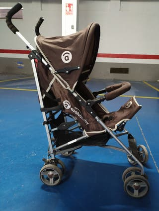 Carro de paseo Asalvo Baby marrón y negro.