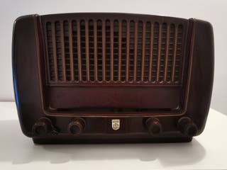 Radio Philips antigua de madera