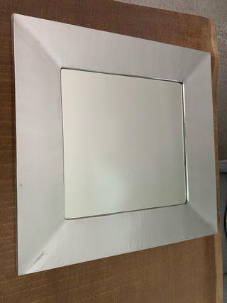 Moderno espejo cuadrado con marco de pewter