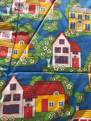 Colcha infantil + cortinas.