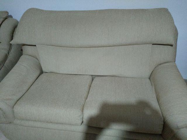 Sofa y dos sillones en color beig