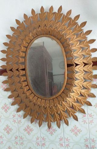 Espejo ovalado antiguo