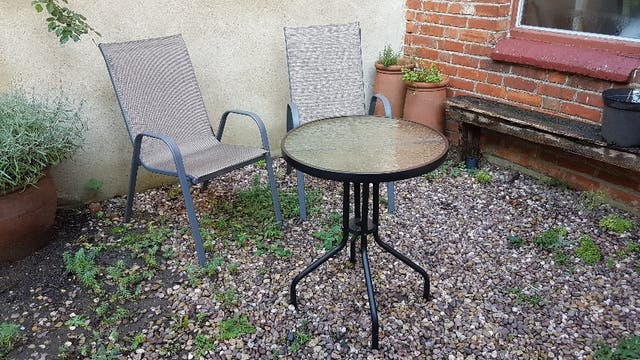 4 garden chairs and table