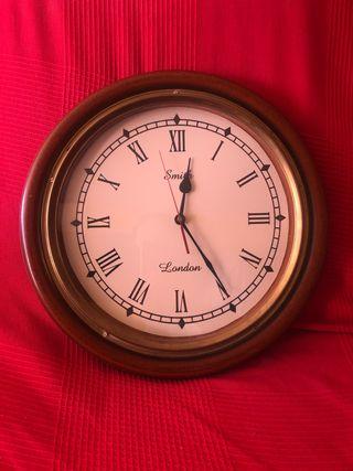 Reloj de madera maciza