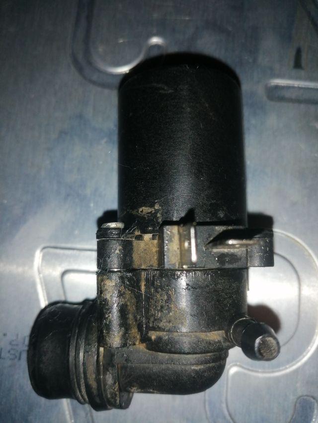 motor agua de los limpias de suzuki Vitara.