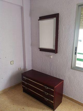 armario, cómoda y espejo