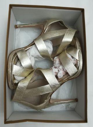 sandalias plateadas gloria Ortiz 38
