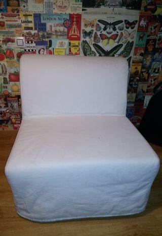 Sofá cama de Ikea con funda.