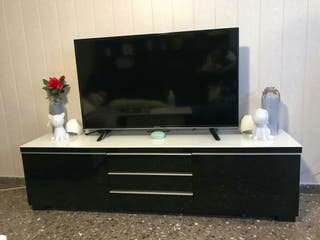 "Mueble tv ""besta burs"" negro brillo."