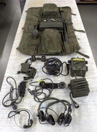 Equipo de radio Jeep militar