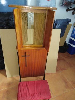 antiguo reclinatorio confesionario