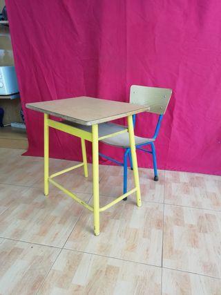 mesa y silla de colegio