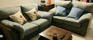 2 sofás y mesa de centro