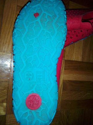 Pinkies n°33 piscina niño natación